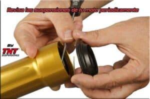 cambiar retenes horquilla moto reparar